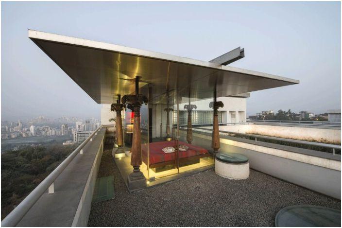 Място за почивка на покрива на къщата.
