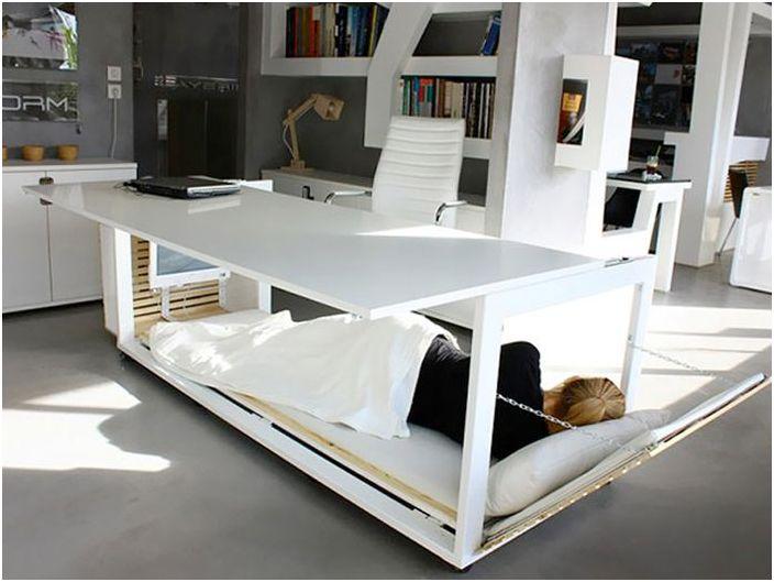 Łóżko pod stołem