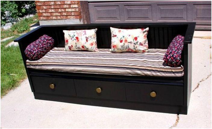 Lag en sofa av en kommode