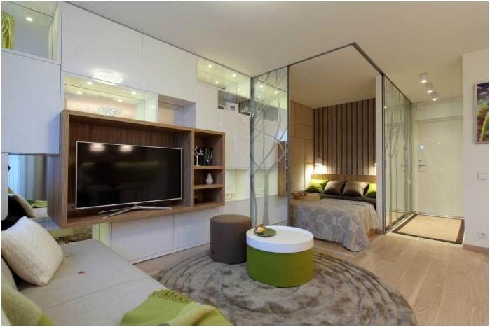 скрытая кровать за раздвижными панелями
