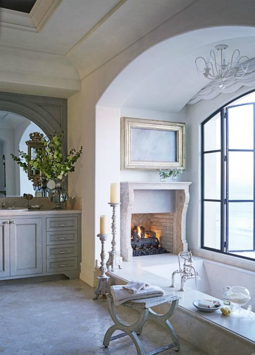 Уютна баня с камина.