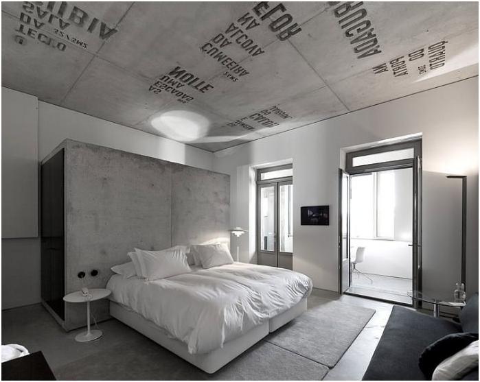 Betonowe wnętrze sypialni