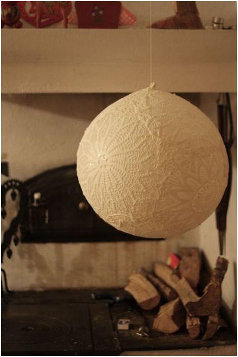 """Стилен абажур """"дантелена топка"""" от балон"""