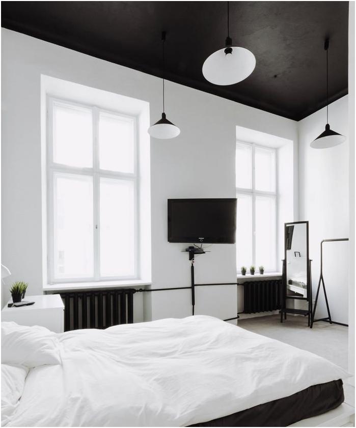 Черен таван в интериора на спалнята