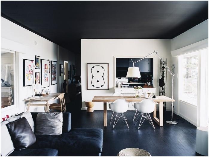 ciemny sufit i podłoga, jasne ściany