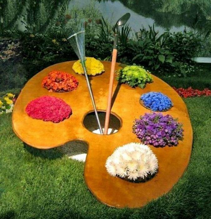 Зашеметяваща инсталация от дърво и цветя.