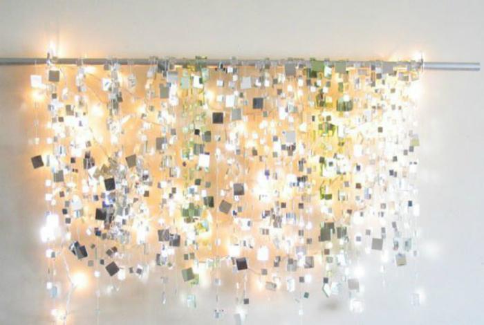 Лампа, изработена от малки огледала.