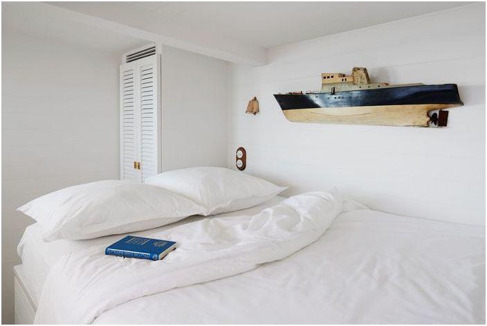 Mała stylowa sypialnia