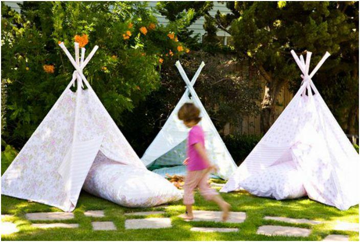 Namiot na podwórku.