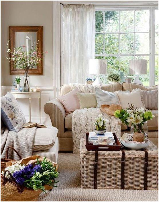 Плетёный журнальный столик