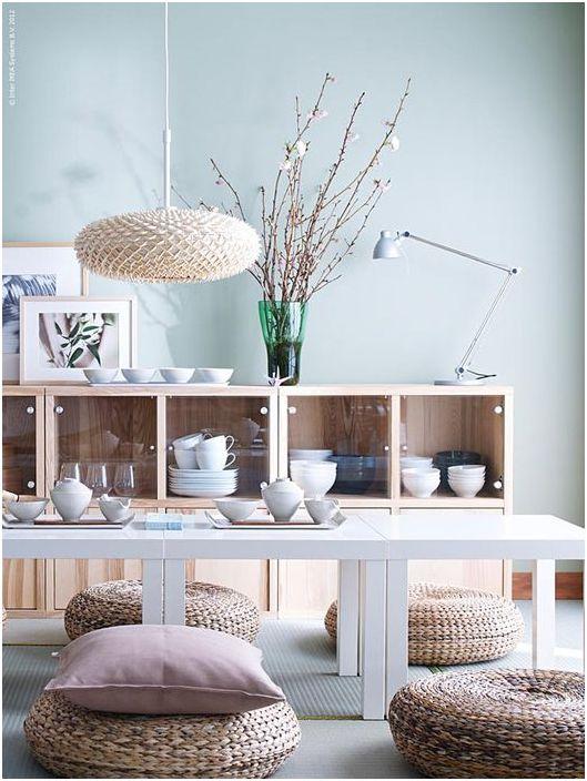 Плетёные пуфы вместо стульев