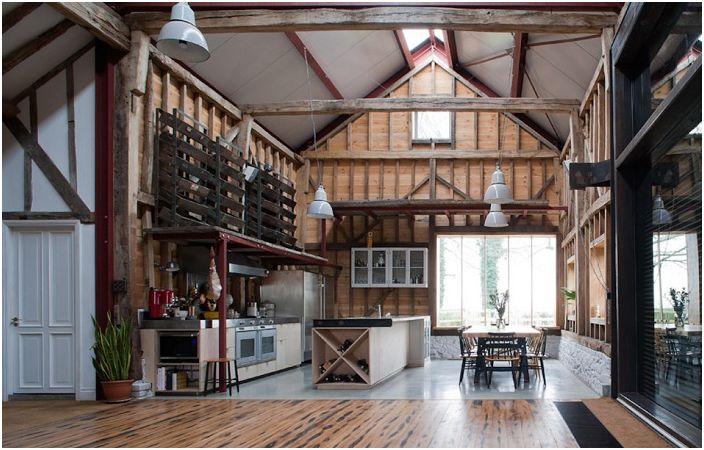 Ancient Party Barn. Wnętrze.