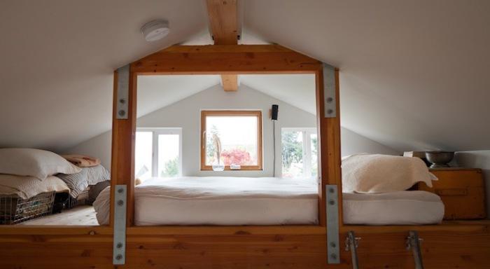Drugi poziom umożliwił wyposażenie miejsca do spania dla gospodyni.