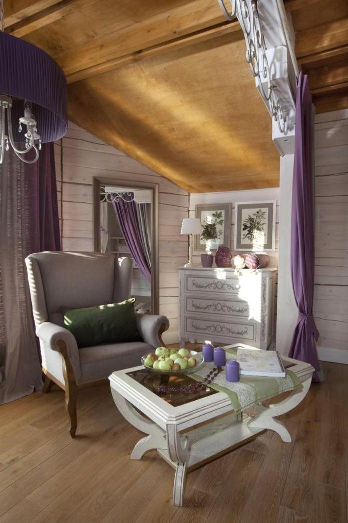 lenestol i design i Provence-stil