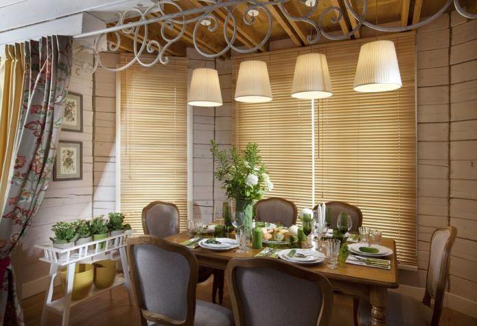Provence-stil spisestue interiør i et landsted