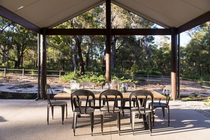 terrasse dans la conception et l'intérieur d'une maison de campagne