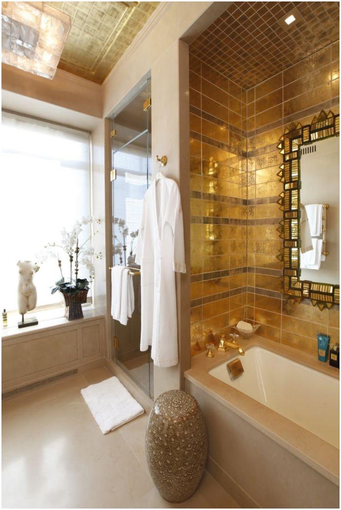 интерьер ванной в золотом цвете