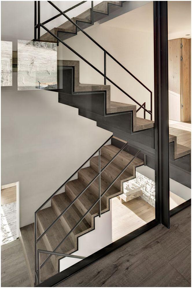 Снимка на дизайна на стълбите в къщата