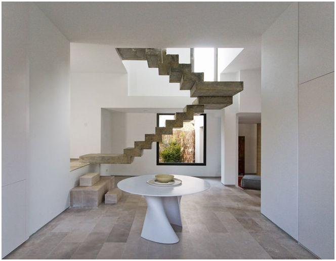 Дизайн на стълби в частна къща