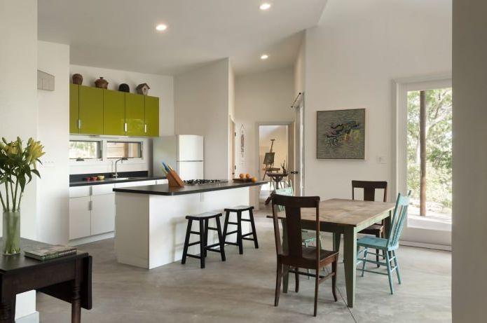 кухня в интерьере небольшого жилого дома