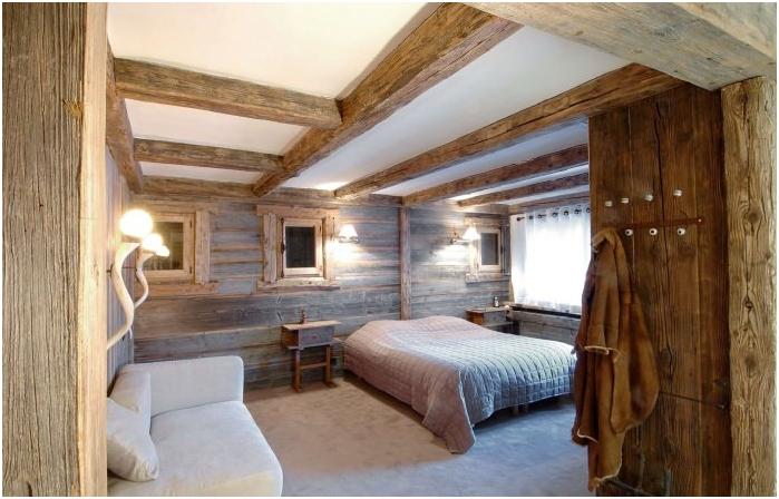 drewniane belki we wnętrzu