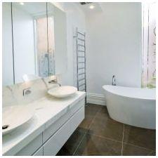 Дизайн ванной комнаты в белых тонах: особенности, фото-7