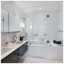 Дизайн ванной комнаты в белых тонах: особенности, фото-12