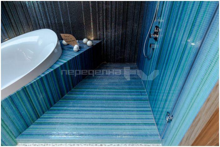 мозайка на пода в банята