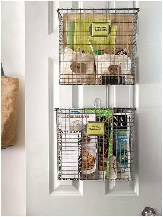 Место для журналов, почты и рецептов.
