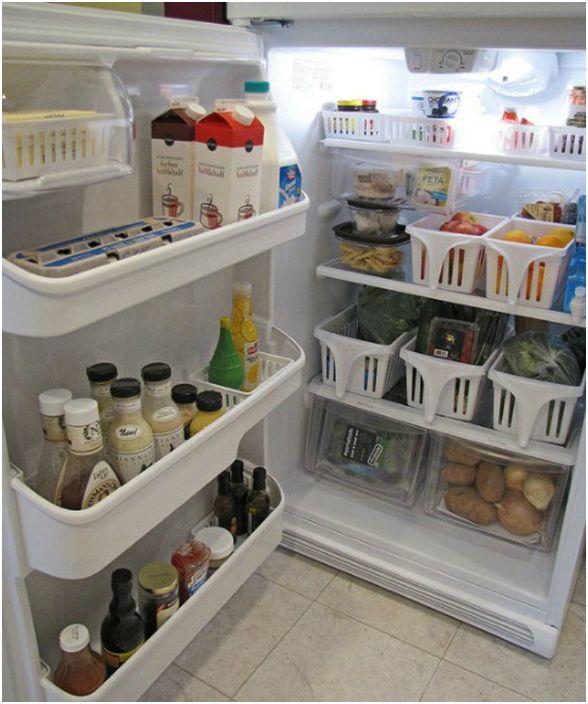 Сортировка продуктов в холодильнике.