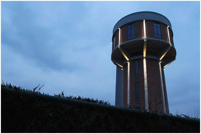 dom z wieżą ciśnień