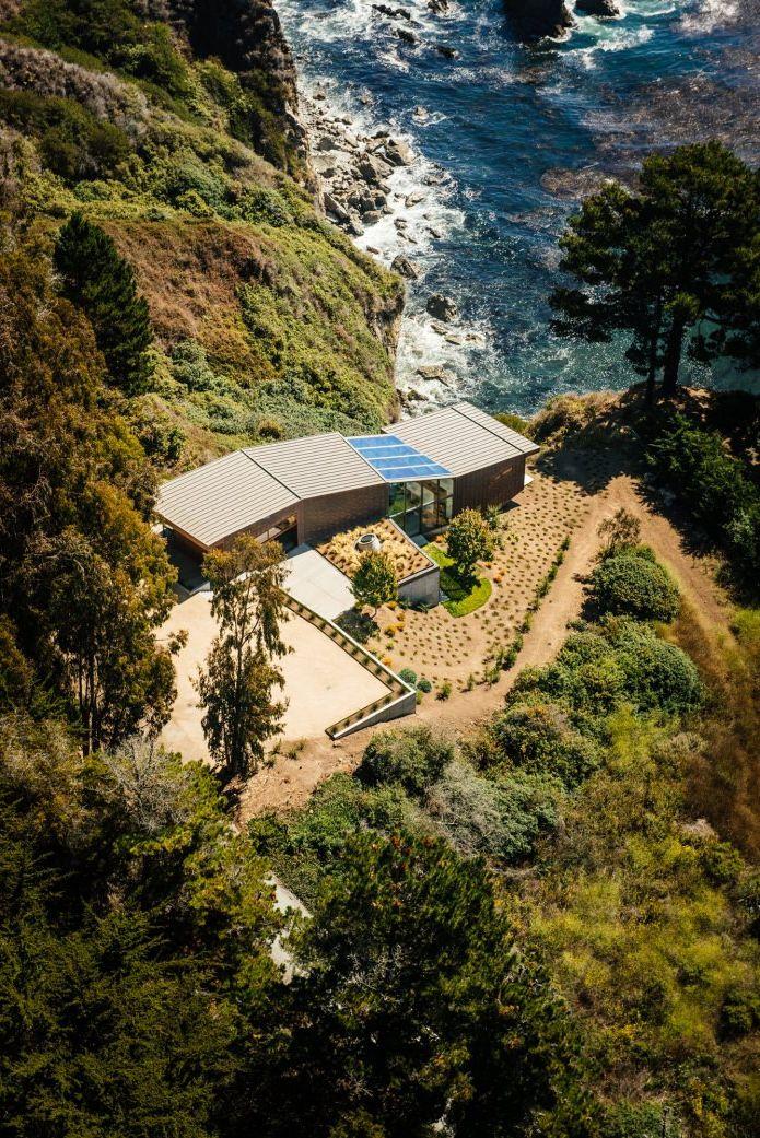 Къща на скалата с изглед към океана