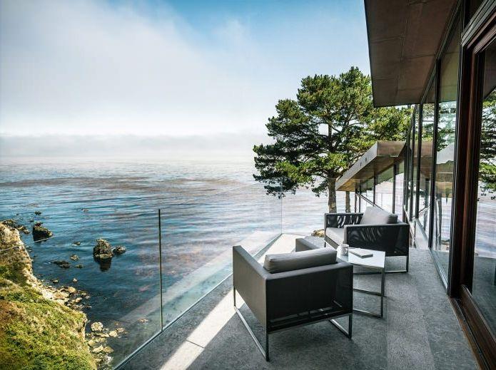 интериор на къщата с гледка към океана