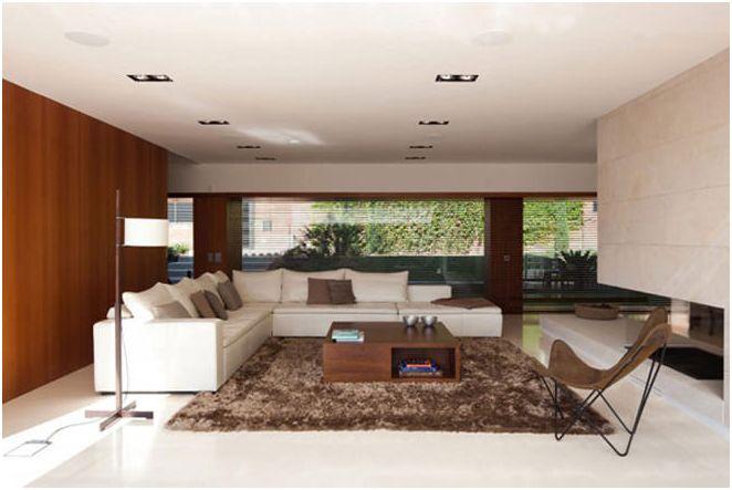 Къща с панорамни прозорци
