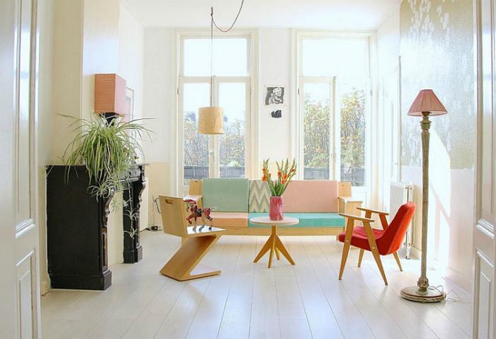 Мебелни и декор елементи в пастелни цветове.