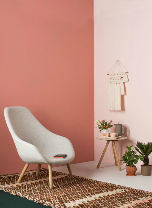 Стая в топли пастелни цветове.