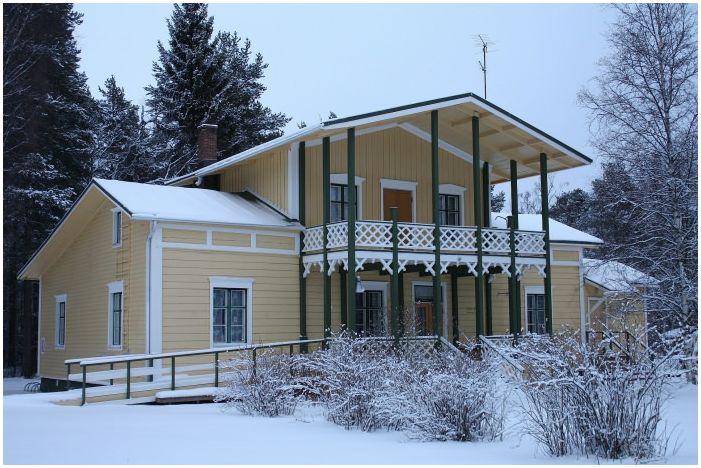 фасада на сайдинг къща