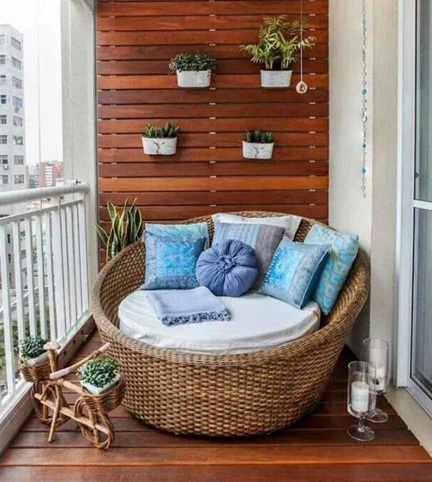Малък балкон в стил Прованс.