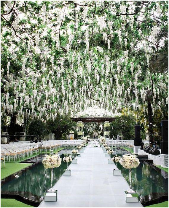 Красивата райска градина ще създаде невероятна празнична атмосфера на празнично сватбено тържество.