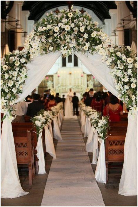 Сладка сватбена арка ще украси още по-празничната атмосфера.