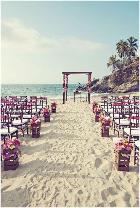 Чудесен вариант за плажна сватба е проста и красива.