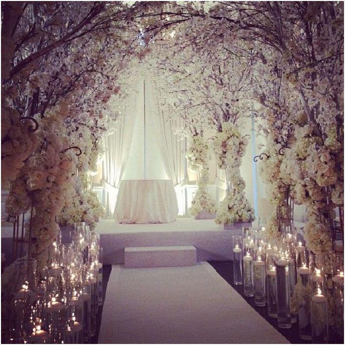 Красивата флорална нежност е това, от което се нуждаете за интересна сватба.