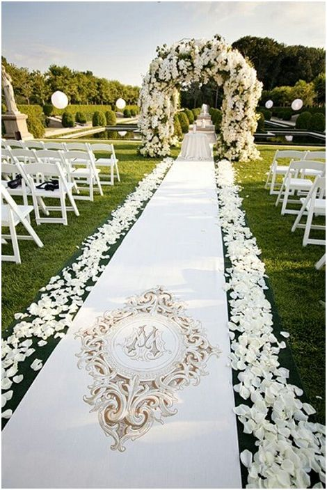 Чудесен вариант за провеждане на сватбена церемония на открито е нещо, което ще се хареса на много любители на разходките на открито.