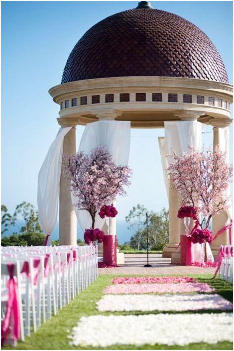 Отличен дизайн на беседка за сватби е нещо, което наистина ще зарадва окото.