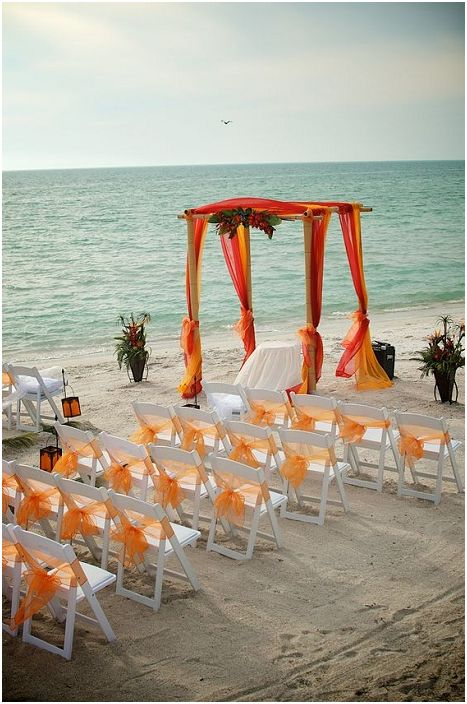 Оранжеви нюанси в сватбената церемония, нещо, което ще зарадва окото и ще озари цялостната атмосфера.