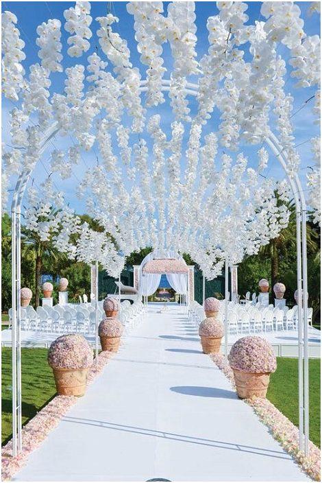 Леката и лека сватбена беседка ще бъде чудесно допълнение към сватбеното тържество.