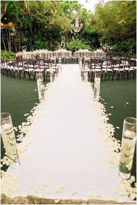 Общият дизайн на сватбата зависи от всякакви дребни неща и детайли, които подчертават особеностите на тържеството.