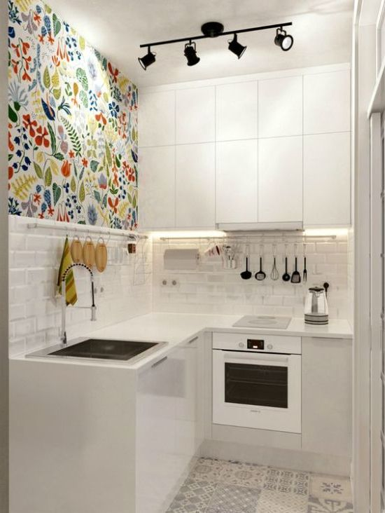 hvitt kjøkken + aksent