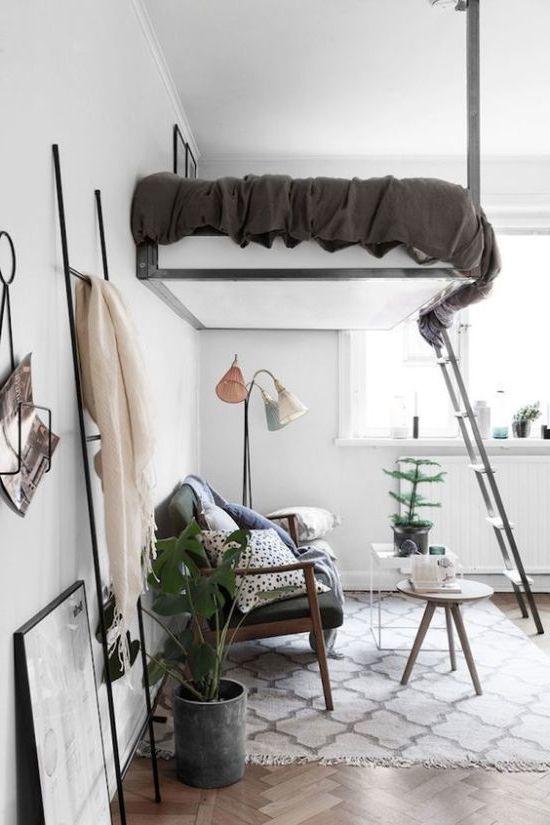 спальня-гостиная 2. кровать под потолком