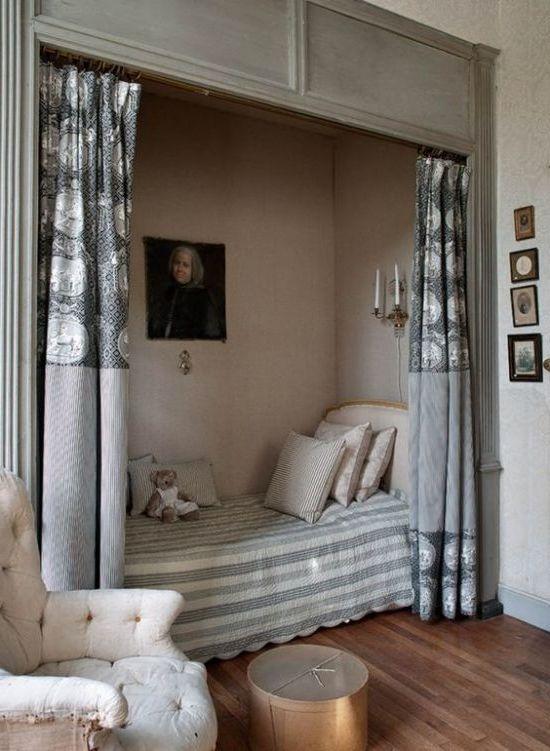 спалня-хол 12. легло в дървена ниша